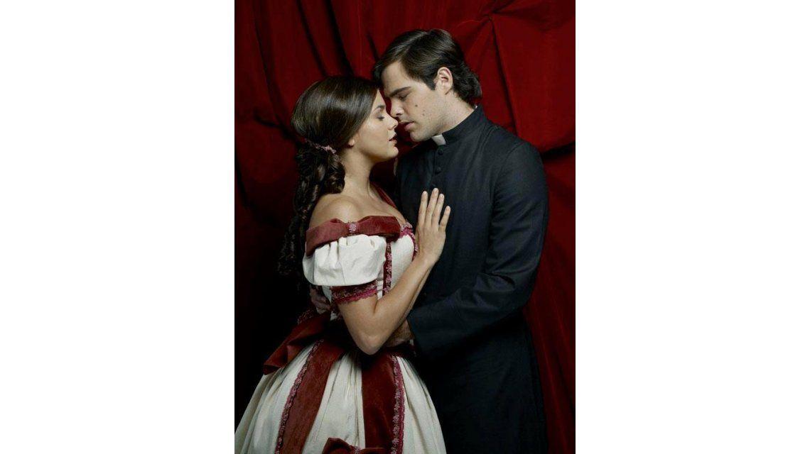 Natalie Pérez y Peter Lanzani presentan su historia de amor sobre el escenario