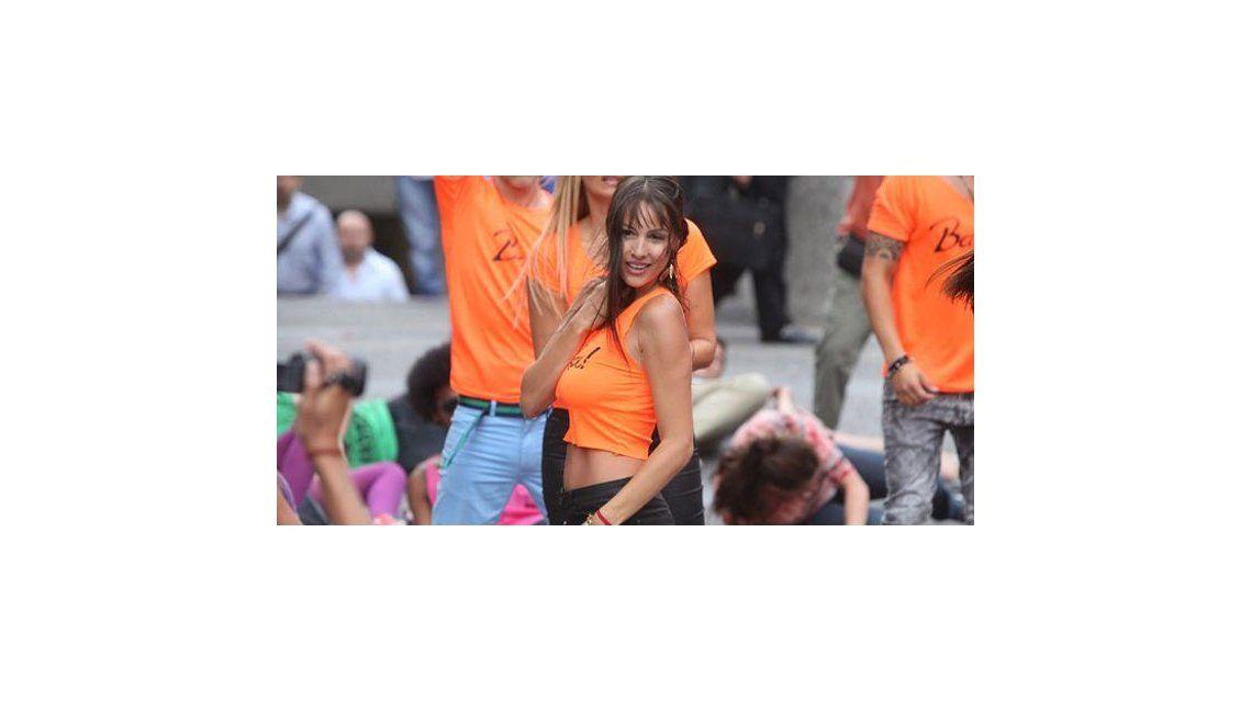 Pampita vuelve a bailar, al ritmo de la samba, en Chile