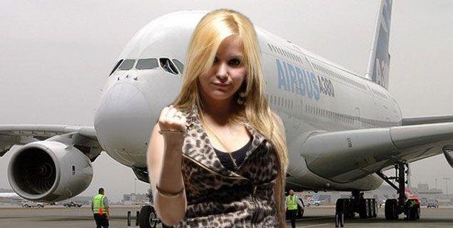 Karina volvió a la Argentina luego de su viaje a Inglaterra donde visitó al Kun Aguero