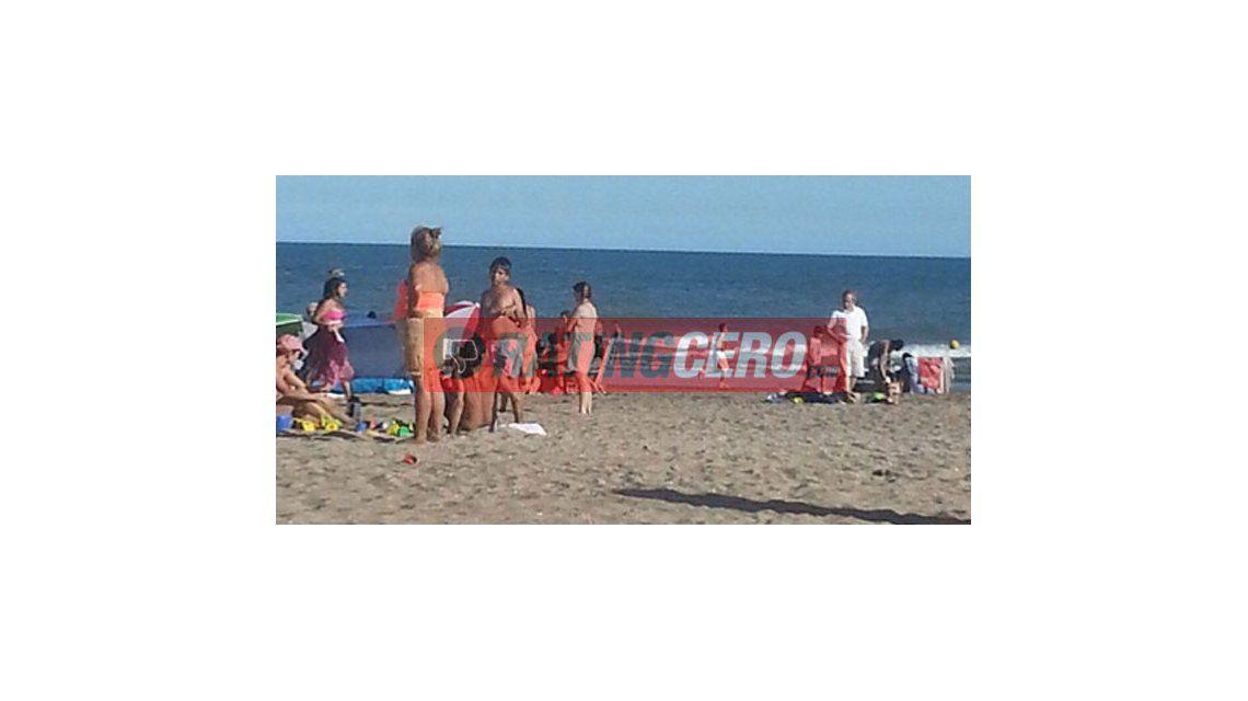 Mientras Nazarena sufre por su hijo, Agostini lo disfruta en la playa