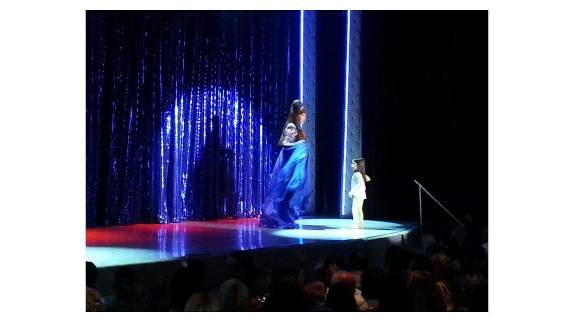 Moria y Carmen hicieron debutar sobre el escenario a Helenita, la nieta de la Casán