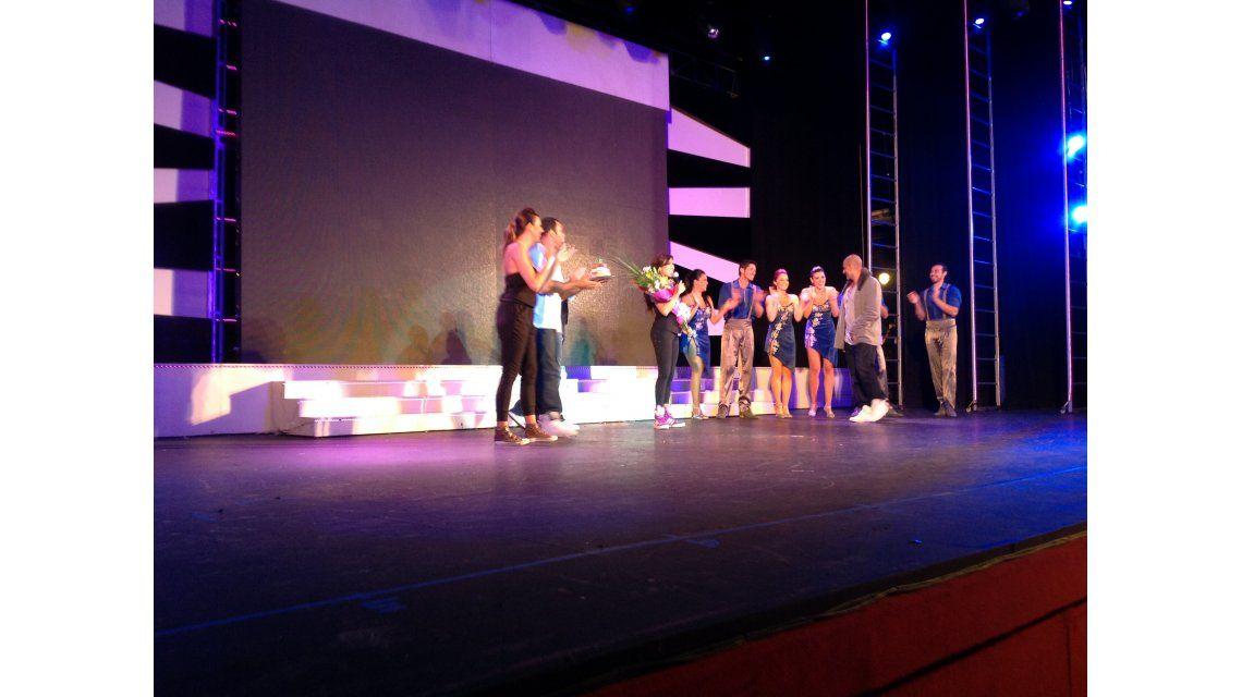 Valeria Archimó festejó su cumpleaños arriba del escenario con su novio