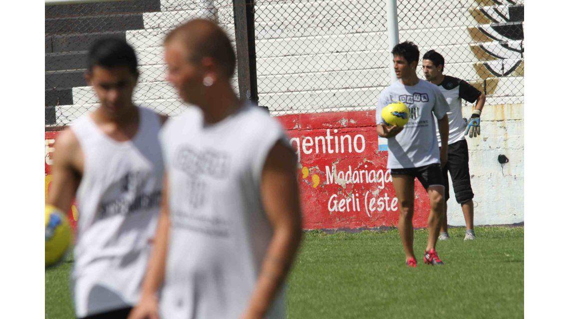 El novio de Ricardo Fort ya entrena con su equipo de fútbol