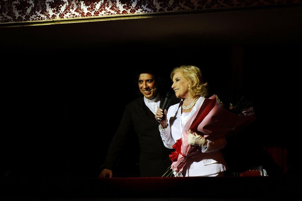 Mirtha Legrand no para en su casa, ayer fue al teatro