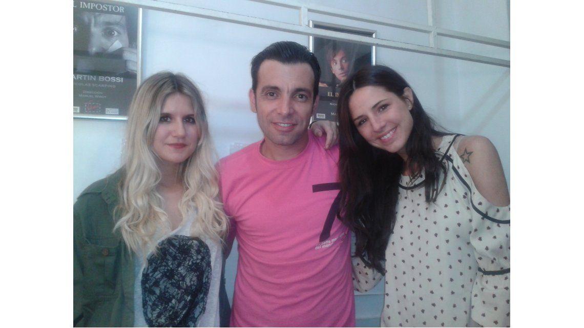 Micaela y Candelaria Tinelli fueron a ver a Martín Bossi al teatro, con sus novios