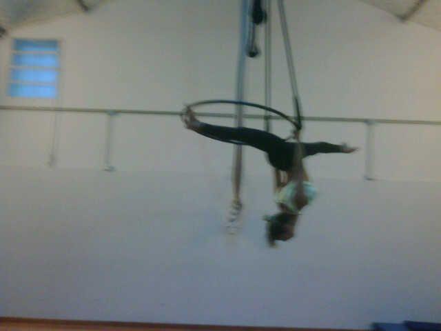 Andrea Ghidone va por su quinta revista con Carmen; ahora en el trapecio