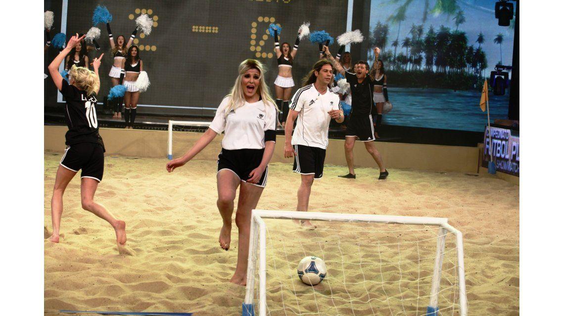Fútbol playa en Showmatch: Gracias al jurado por no estar, dijo Tinelli