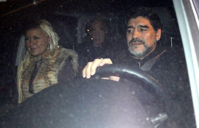 Culebrón Maradona: Él está en la India; acá habló la obstetra de Ojeda y mete fichas