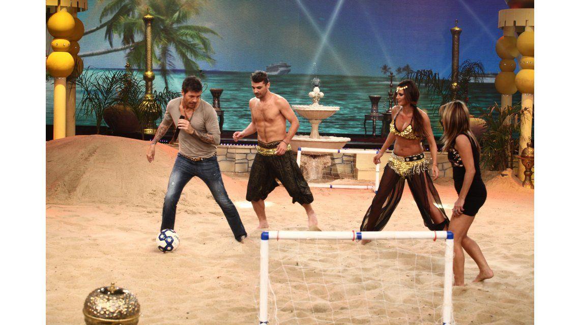 Tinelli imitó a Hugo Chavez y volvió el fútbol playa a Showmatch