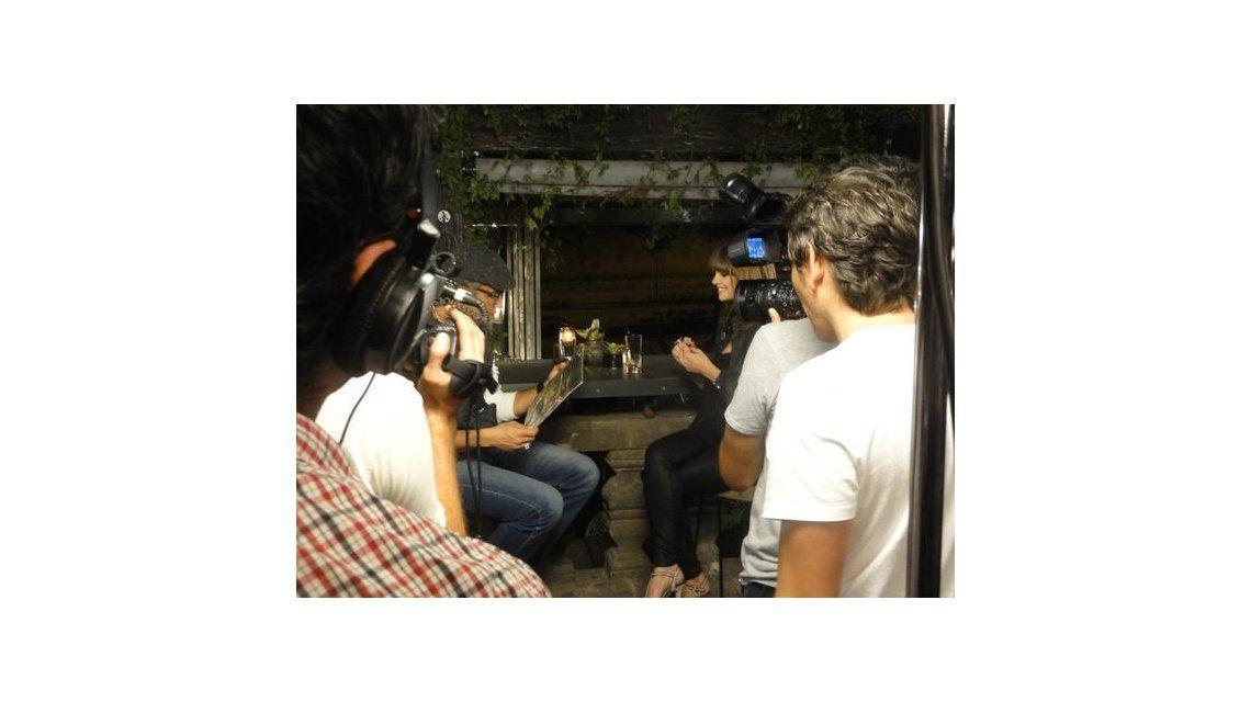 El álbum de fotos de Araceli González, con el back de su programa por el mundo
