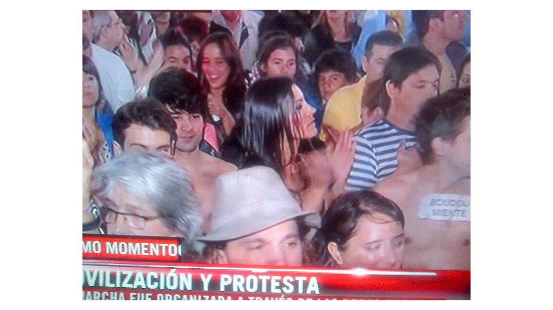 La tele cubrió la protesta y Natacha Jaitt manifiestó en bolas en Plaza de Mayo