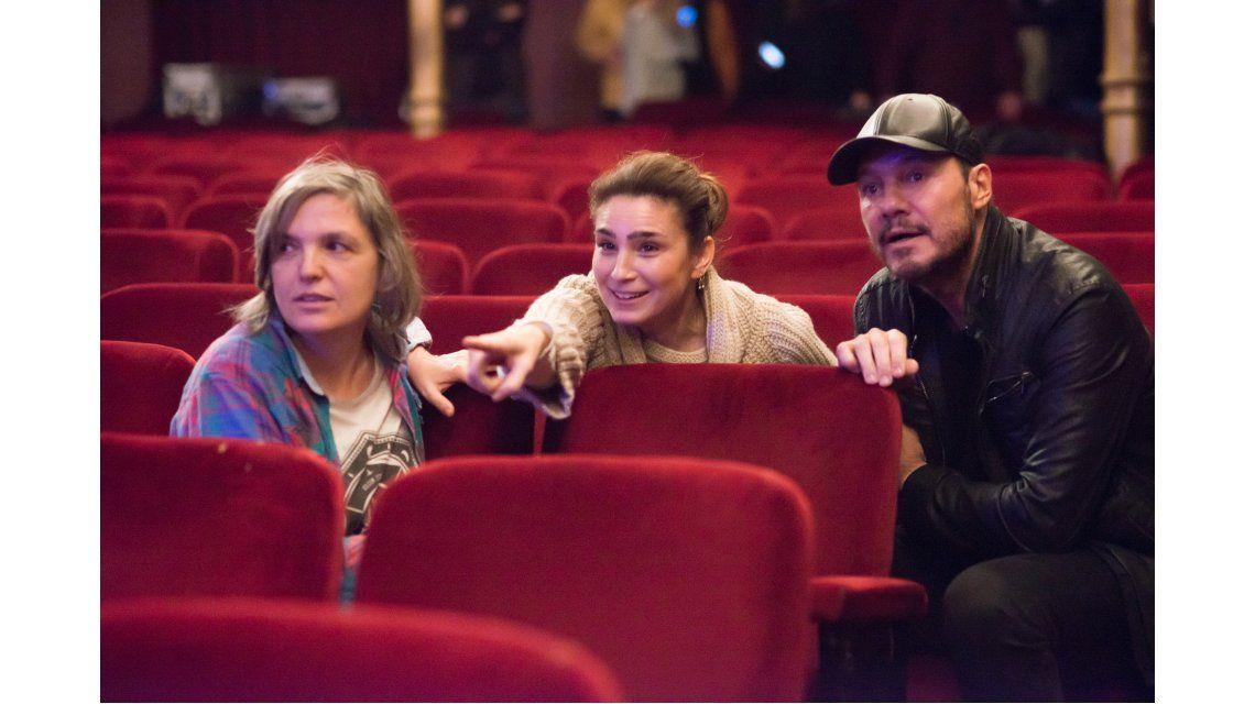 Tinelli visitó a Valeria Bertucelli en el set de La reina del miedo