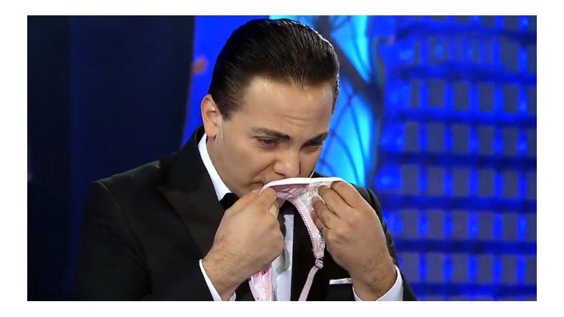 Cristian Castro olió bombachas en lo de Susana