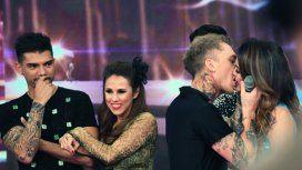 El beso de El Polaco y Silvina Luna, con la mirada de Barby Silenzi