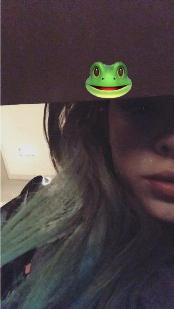 Candelaria Tinelli con pelo verde