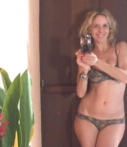 Carla Peterson, bellísima en bikini y sin maquillaje
