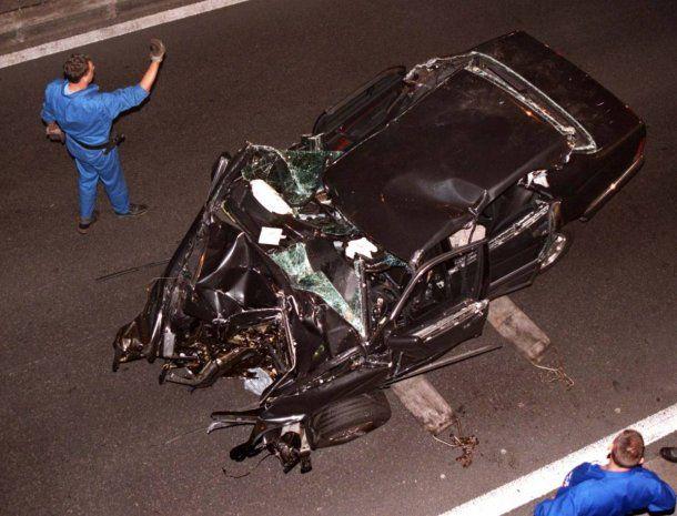 Así quedó el Mercedes Benz en el que viajaba Lady Di tras el accidente<br>
