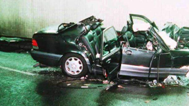 Así quedó el Mercedes Benz en el que viajaba Lady Di tras el accidente.<br>