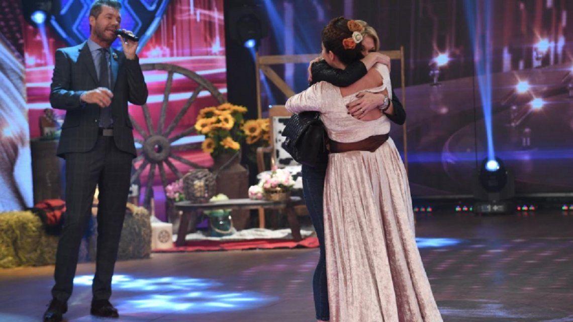 Con unas copas de más, Yanina Latorre abrazó a Nancy Pazos: Estoy en ped...