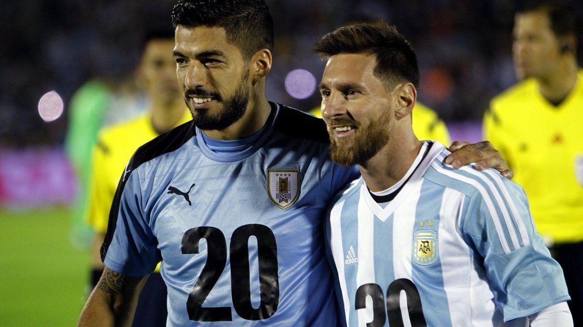 Luis Suárez y Lionel Messi en el partido Uruguay-Argentina