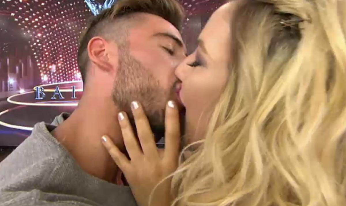 Beso a beso: Flor Vigna y su novio se comieron la boca en ShowMatch