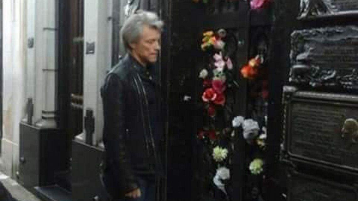 Bon Jovi visitó la tumba de Evita en Recoleta