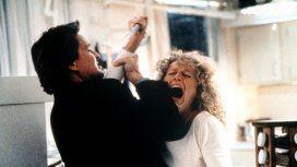 Michael Douglas y Glenn Close pelean en Atracción Fatal