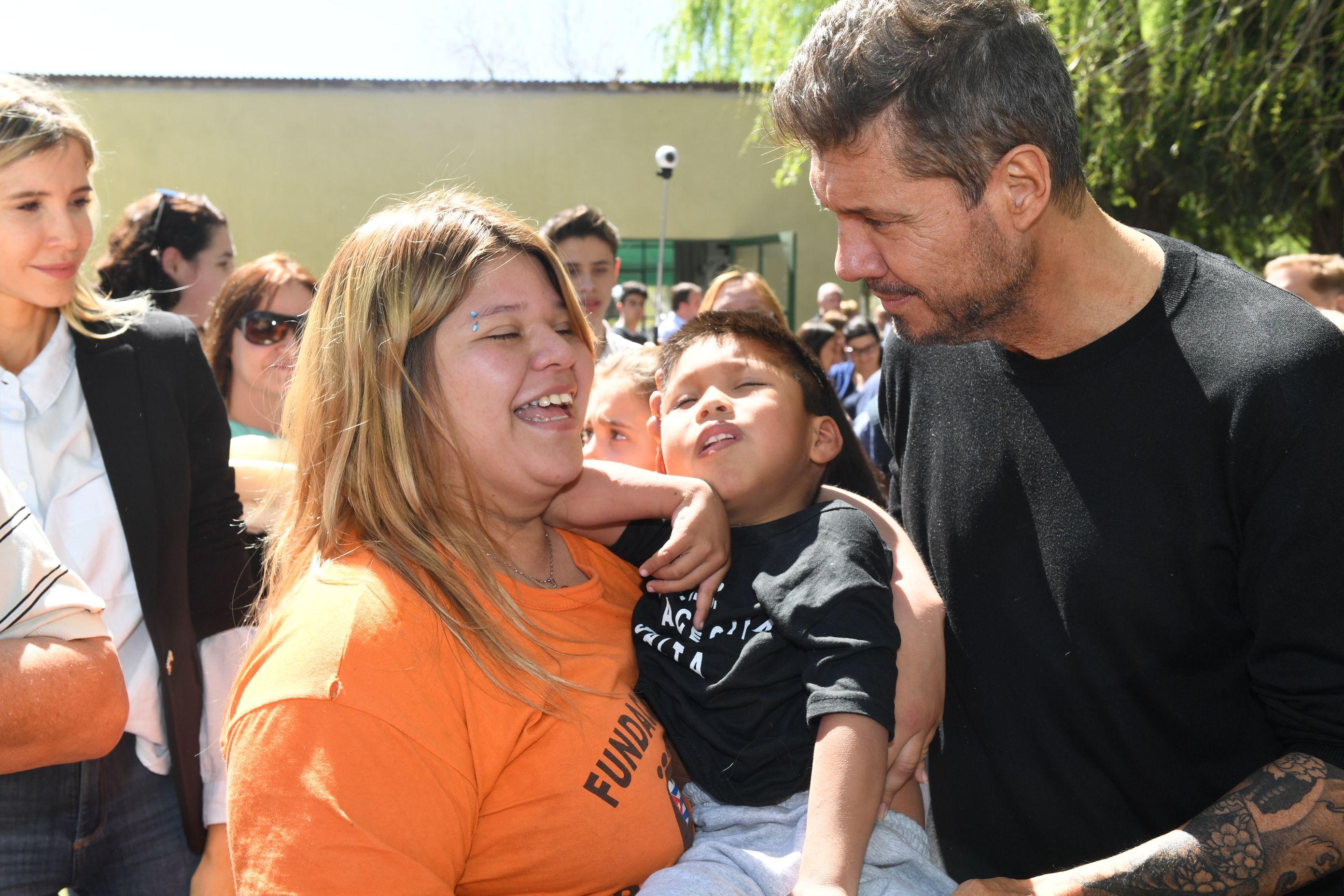El fin de semana solidario de Marcelo Tinelli y Guillermina Valdes en Bolívar