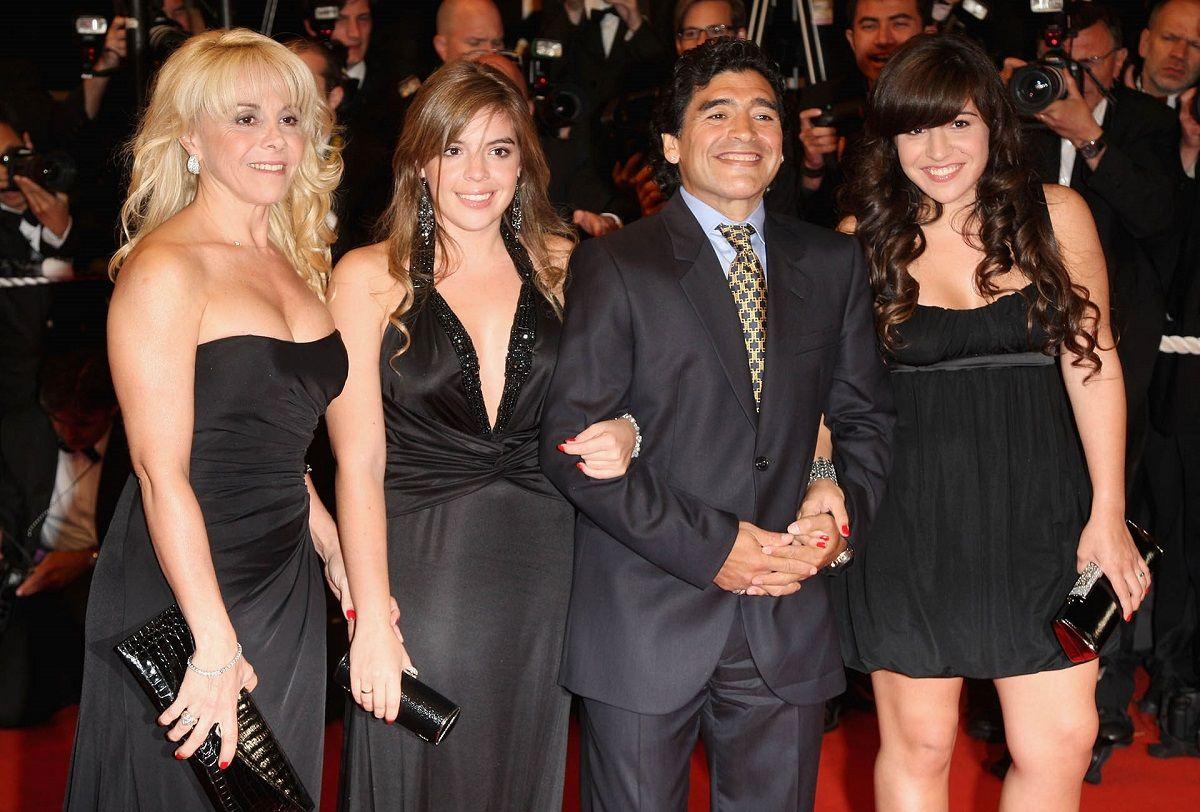 Diego Maradona lleva a Dalma y Gianinna a la justicia