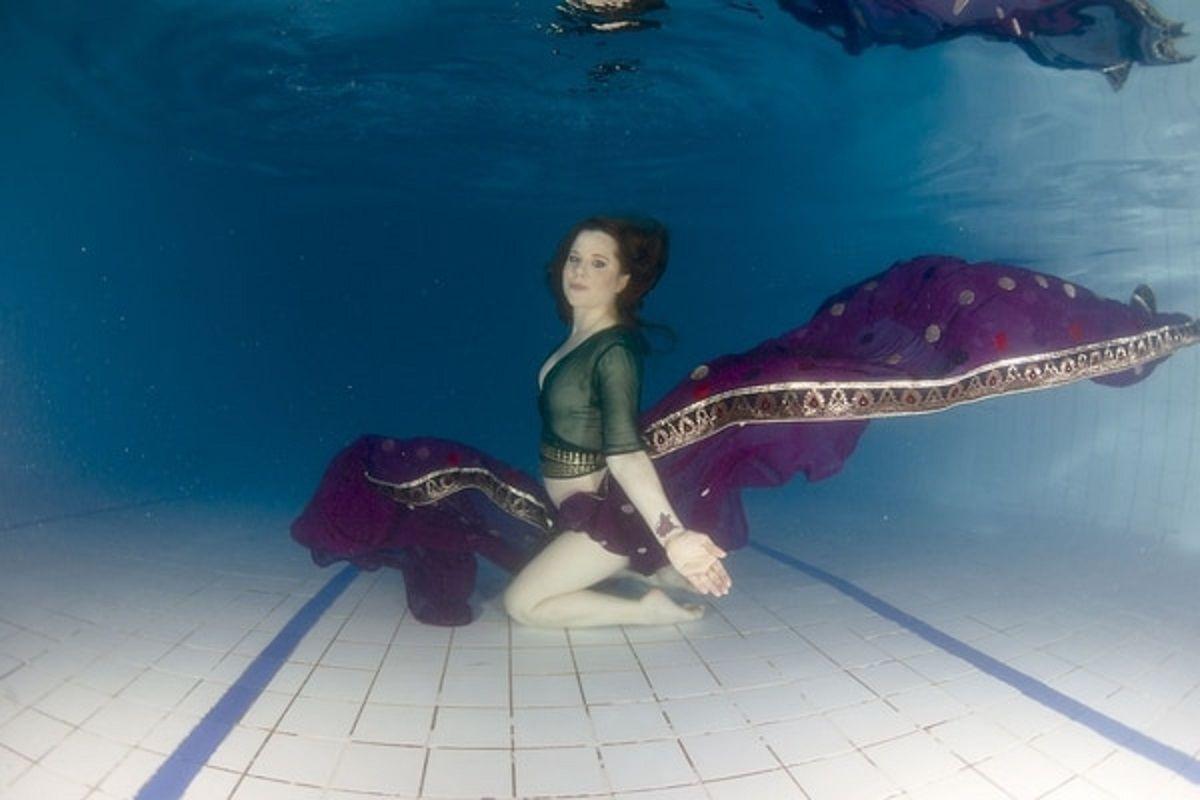 A días de dar a luz, Agustina Kämpfer hizo una producción de fotos abajo del agua