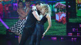 Yanina Latorre y un fuerte beso