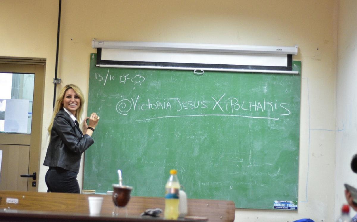 Polémica presencia de Vicky Xipolitakis en una clase de la UBA