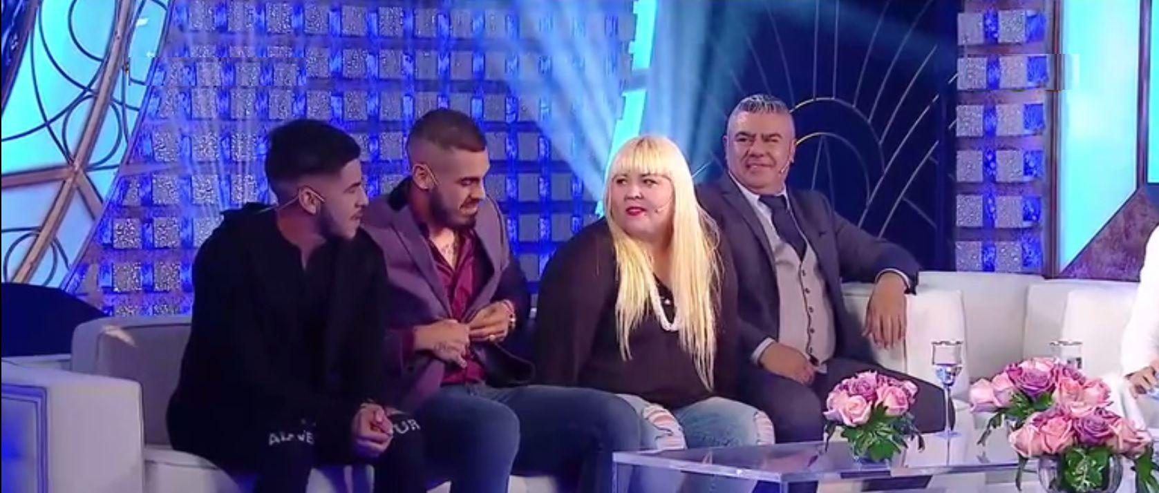 Chiqui Tapia y su familia por primera vez en televisión