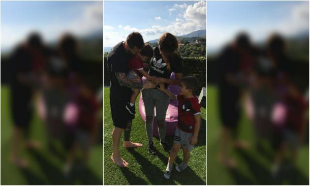 La tierna foto de Messi y Antonela junto a sus hijos<br>