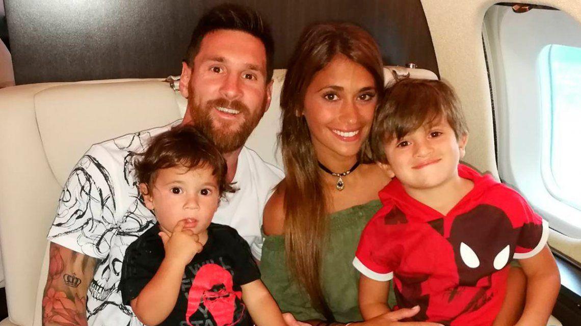 Messi junto a sus hijos Mateo y Thiago