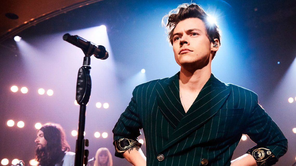 Harry Styles acosado en pleno show