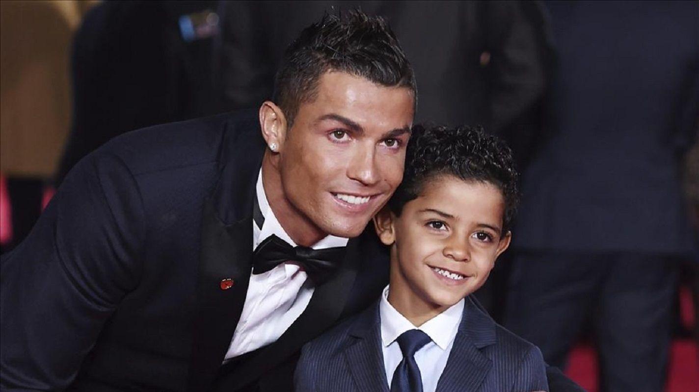 La foto del hijo de Ronaldo mirando a Messi que recorre el mundo