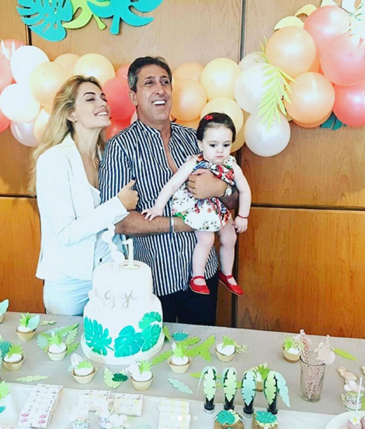 Emilia Attías y el Turco Naim festejaron el primer año de Gina