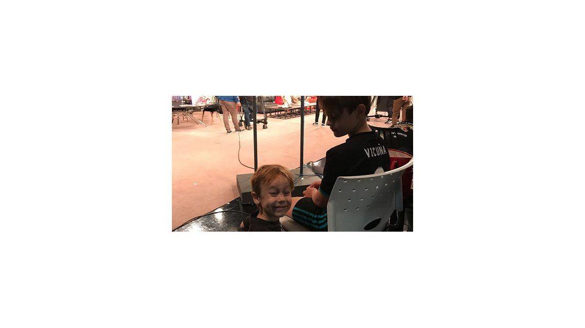 Extraña actitud de Pampita por una camiseta de su hijo con el apellido Vicuña