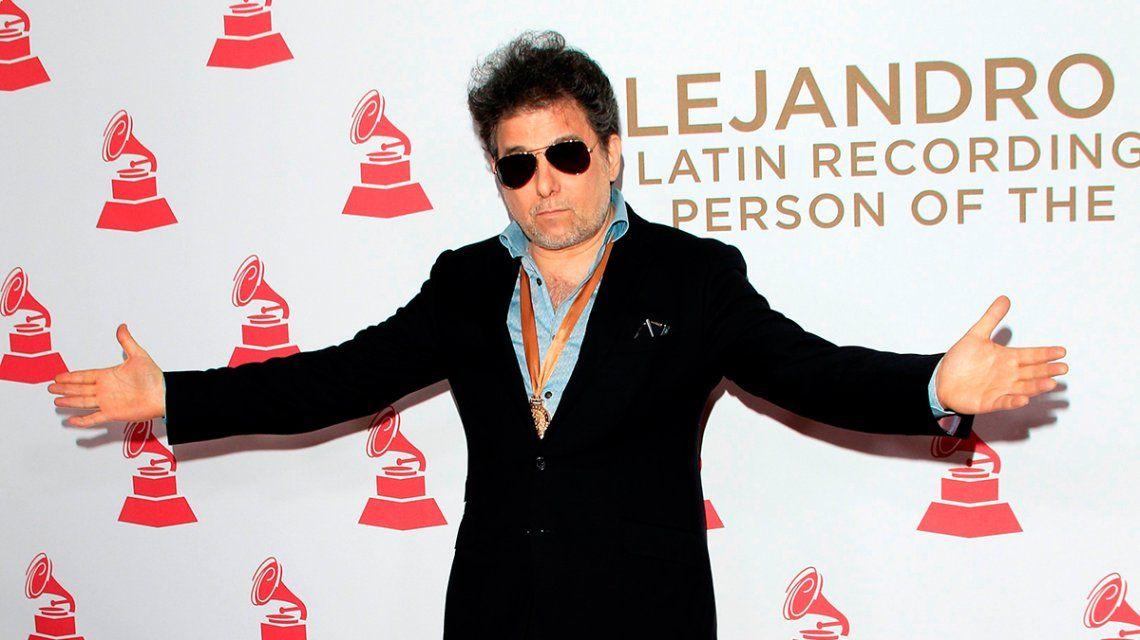El look de Calamaro en los Grammy