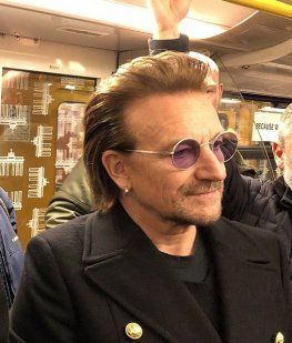 Bono no inventó nada: 7 artistas que se animaron a cantar en el subte