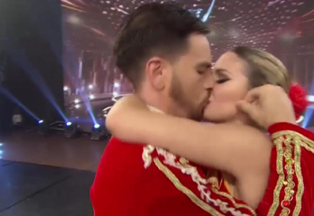 Fede Bal y Laurita Fernández se comieron la boca en ShowMatch