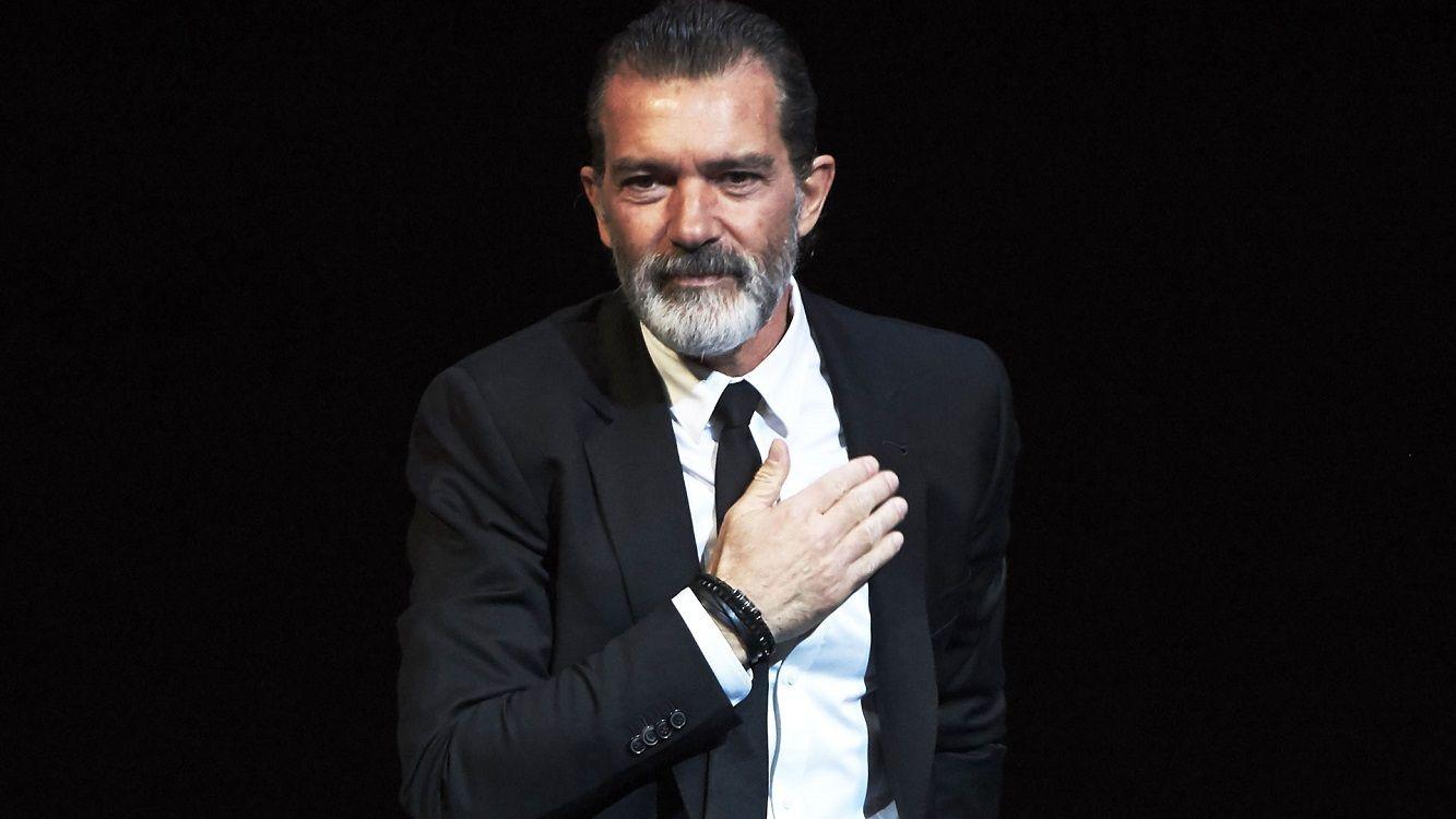 Antonio Banderas cambió su look