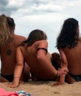 Sofía González y sus amigas en la playa Chihuahua