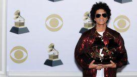 Bruno Mars con sus seis Grammy