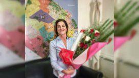 {alttext(Débora Pérez Volpin, con un ramo de flores y un mapa de la Ciudad de fondo,#JusticiaPorDebora: el conmovedor hashtag que impulsó el ex marido de Pérez Volpin)}