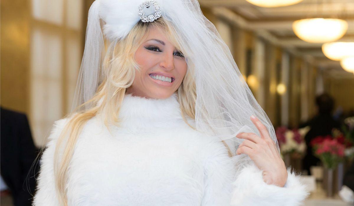 Vicky Xipolitakis con su vestido de novia