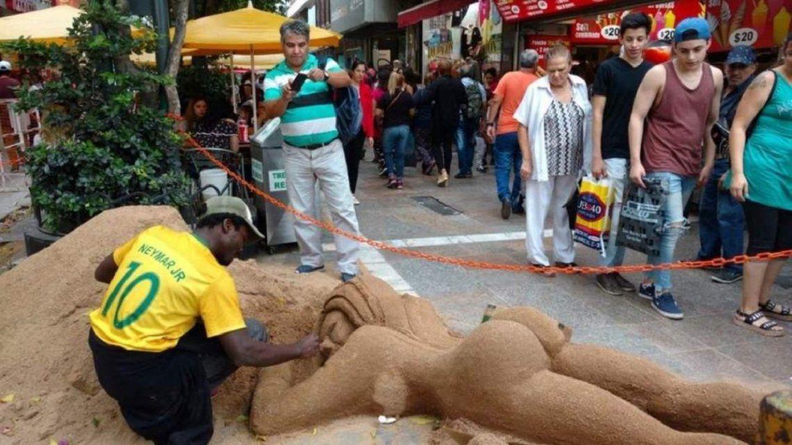 Le dedicaron una escultura de arena a Sol Pérez