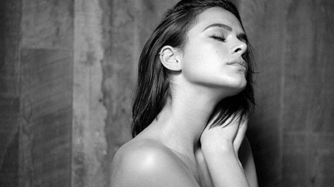 La producción de fotos hot de la novia de Neymar: casi dos millones de likes por un topless