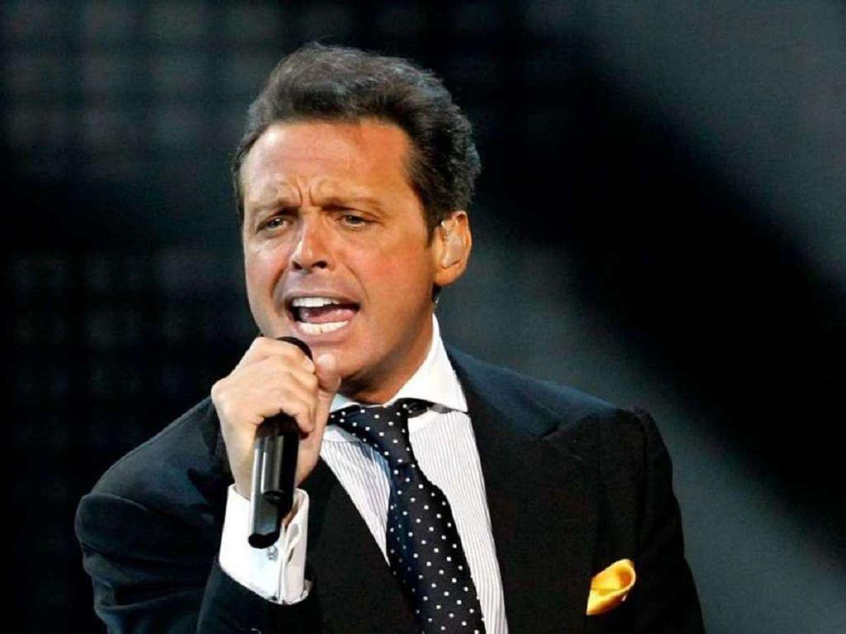 Luis Miguel puso a un doble en un show en Argentina